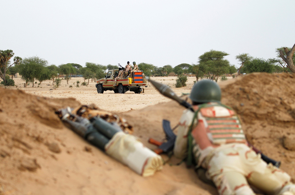 Niger soldiers with their weapons pointed towards the border with neighbouring Nigeria, near the town of Diffa, Niger. Photo: Luc Gnago/Reuters